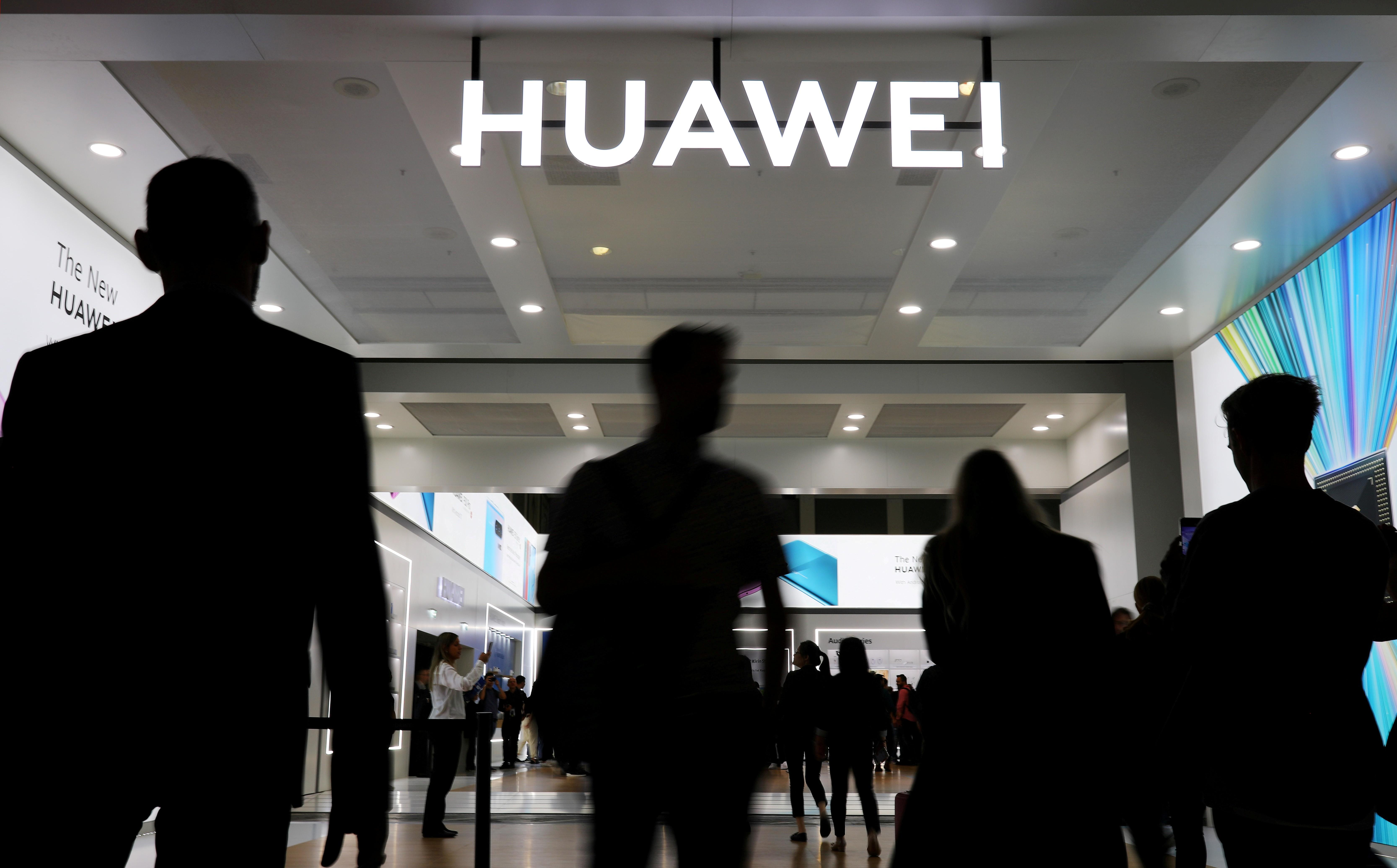 Depois de conceder papel limitado à Huawei, Reino Unido pode banir empresa de redes 5G