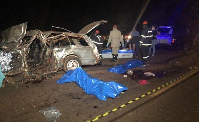 Condutor da Belina teria invadido a pista contrária - Fotos: Rones Cezar/Alvorada Informa