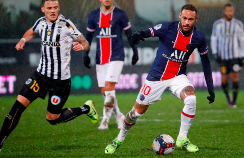 Com volta de Neymar, PSG vence Angers e lidera Campeonato Francês