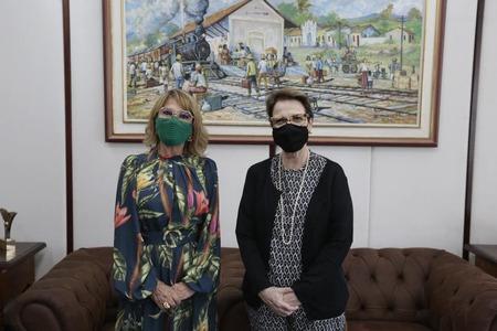 Prefeita e ministra durante encontro em Brasília (Foto: Assessoria)