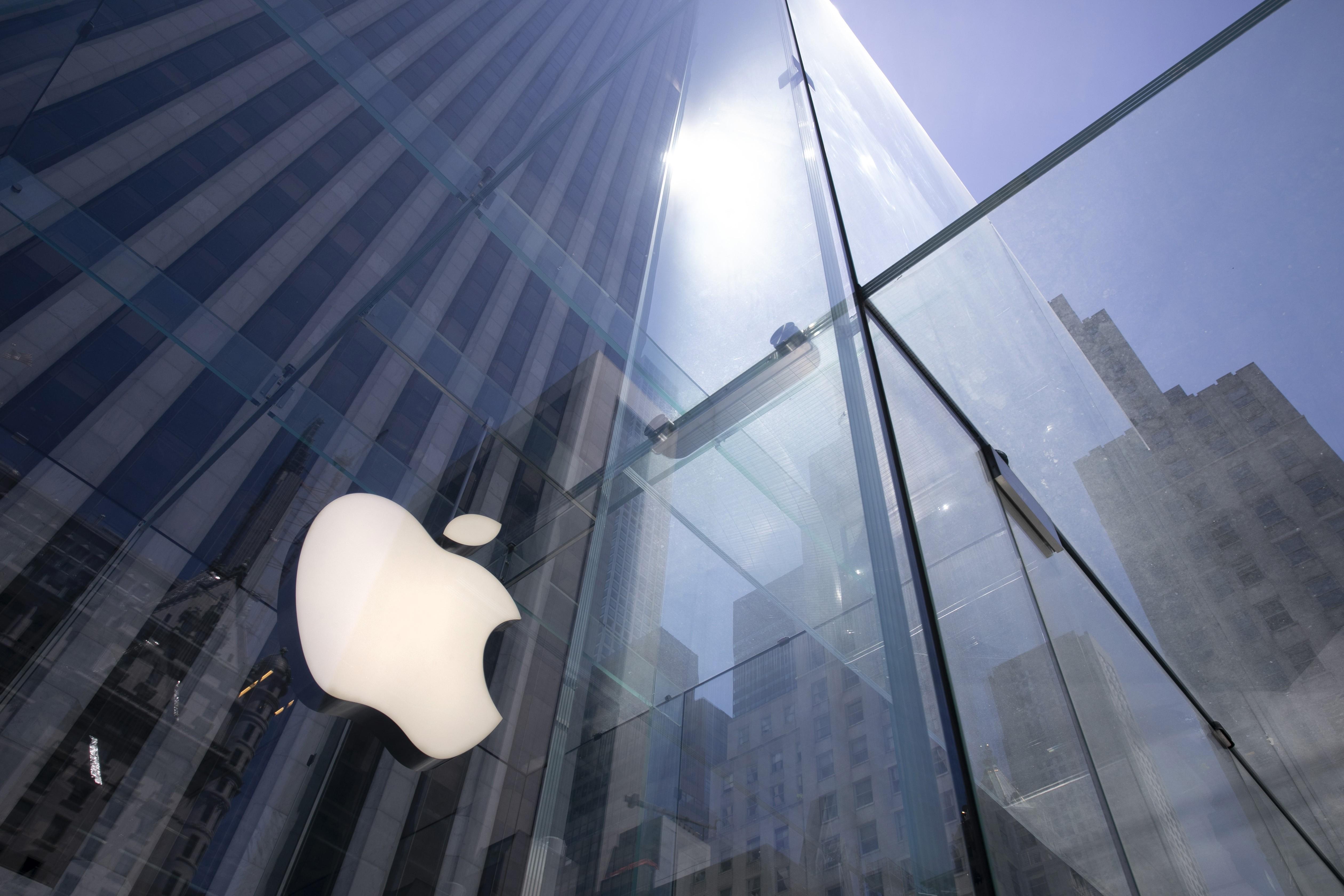 Engenheiro que chamou mulheres de fracas em livro deixa Apple após carta de 2 mil funcionários pedindo investigação